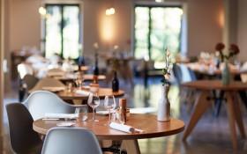 le-champ-des-lunes-restaurant-gastronomique-au-coeur-du-luberon-fond-background